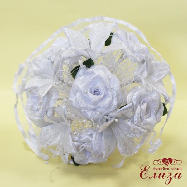 Булчински букет от сатенени рози и лилиуми A4